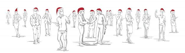 Silhouettes de personnes portant des chapeaux de père noël dessinés à la main, groupe d'hommes et de femmes sur fond blanc, célébration de noël ou du nouvel an, bannière