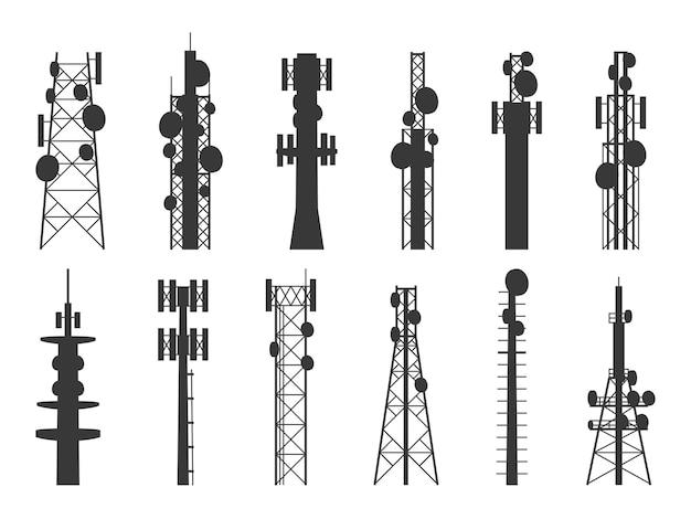Silhouettes de tour radio. tours cellulaires de transmission, antenne de télévision, internet et de diffusion, mâts de télécommunications par satellite. ensemble isolé de vecteur