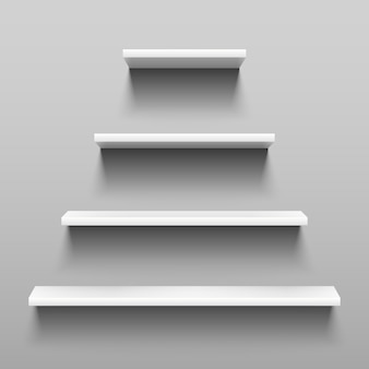 Simplement des étagères sur un mur blanc pour l'aménagement intérieur.