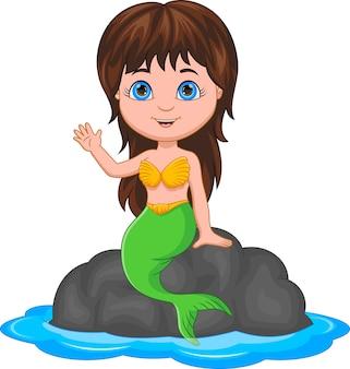Sirène de dessin animé assise sur un rocher et agitant