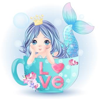 Sirène mignonne dessinée à la main à l'intérieur de la tasse