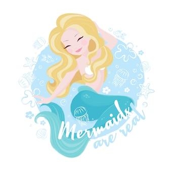 Sirène mignonne sur mer