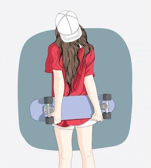 Les skateurs adolescents posent et debout