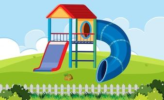 Slide playhouse dans la cour