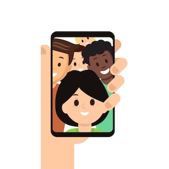 Smartphone moderne avec l'image d'amis à l'écran