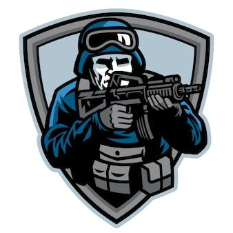 Soldat visant la mascotte de fusil