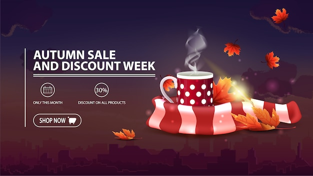 Soldes d'automne et semaine de remise, bannière de réduction avec ville, tasse de thé chaud et écharpe chaude