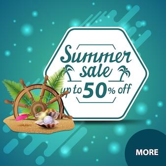 Soldes d'été, bannière carrée à prix discount pour votre site web avec volant du navire dans le sable