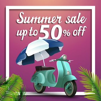Soldes d'été, bannière web carrée discount avec scooter