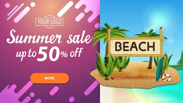 Soldes d'été, bannière web à prix réduit pour votre site web avec un magnifique paysage marin, un design moderne, des cocotiers et un panneau en bambou portant l'inscription