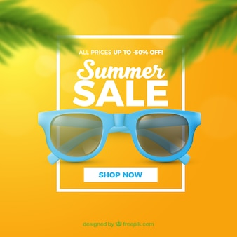 Soldes d'été avec des lunettes de soleil style réaliste