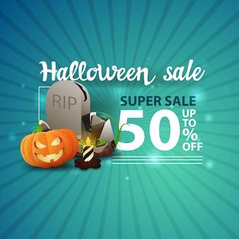 Soldes d'halloween, -50% de réduction, bannière moderne bleue avec pierre tombale et citrouille jack