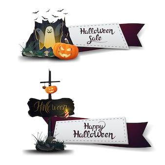 Soldes d'halloween, deux bannières à prix réduits sous la forme de rubans avec portail avec fantômes et citrouille jack