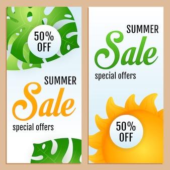 Soldes, inscriptions d'offres spéciales avec feuilles tropicales et soleil