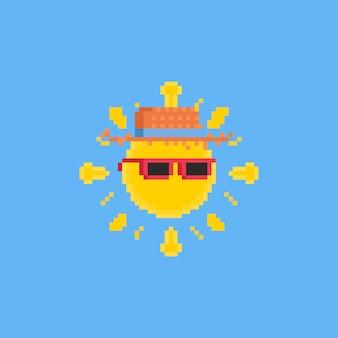Soleil de dessin animé pixel avec des lunettes de soleil roses et un chapeau