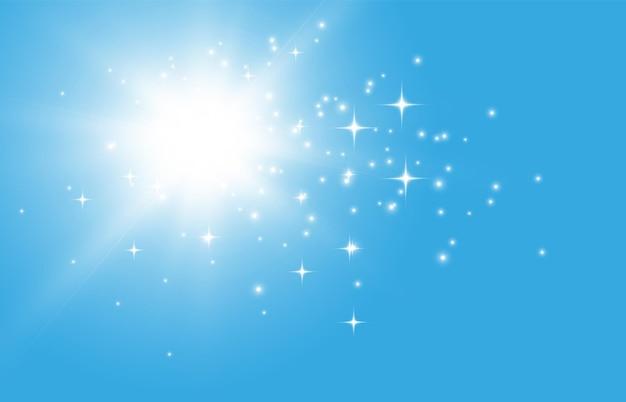Soleil sur fond de ciel bleu avec rayons et reflets