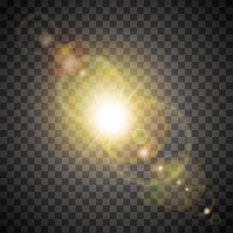 Soleil jaune doré avec des effets de lumière colorés, des fusées éclairantes et des lueurs, des rayons et un halo. isolé sur fond transparent.