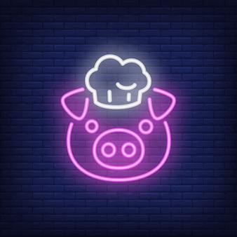Souriant cochon en toque. élément de signe au néon. publicité lumineuse de nuit.