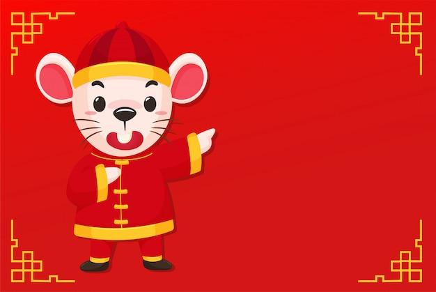 Souris de dessin animé vêtue d'une robe chinoise sur le rouge du nouvel an chinois