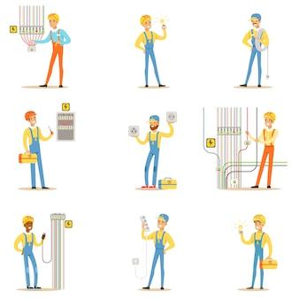 Spécialiste électricien avec des fils électriques au travail faisant des réparations wireman ensemble de scènes de personnage de dessin animé