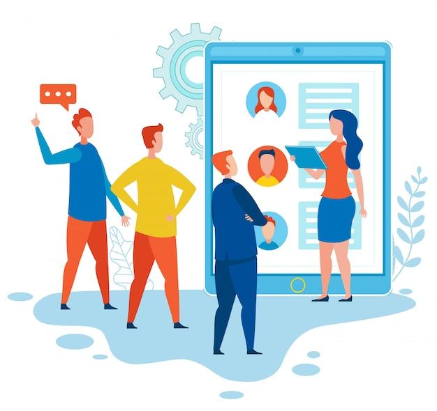 Spécialistes smm discutant du réseau social des médias
