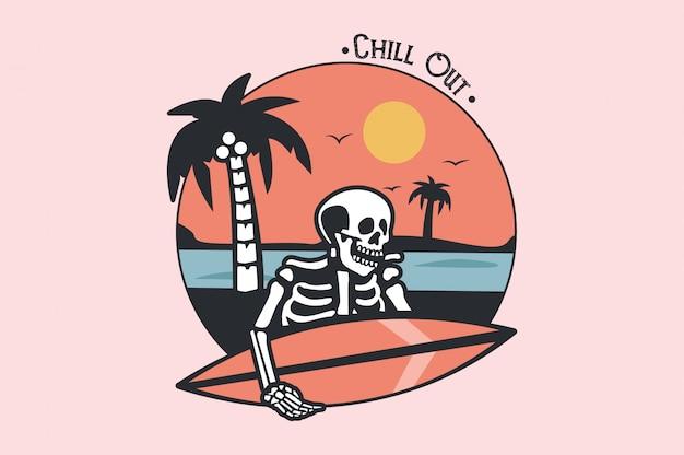 Squelette de surfeur mort sur le plateau dans les vagues bleues