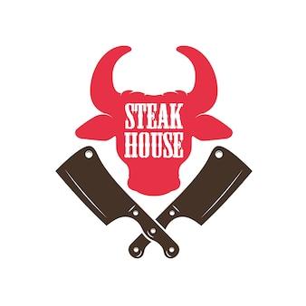 Steak house. silhouette de tête de taureau et couperets à viande croisés.