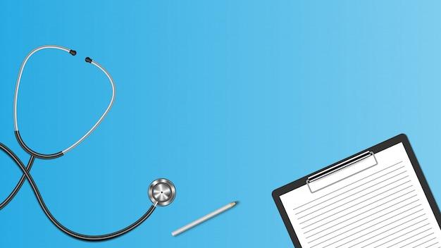 Stéthoscope réaliste et presse-papiers isolé sur fond bleu, fond de concept médical