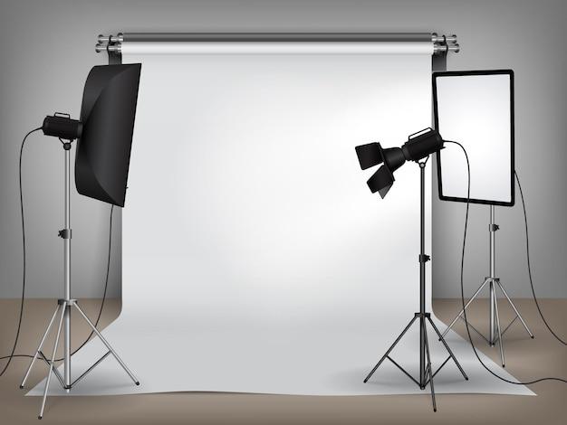 Studio photo réaliste mis en place avec équipement d'éclairage et toile de fond blanche