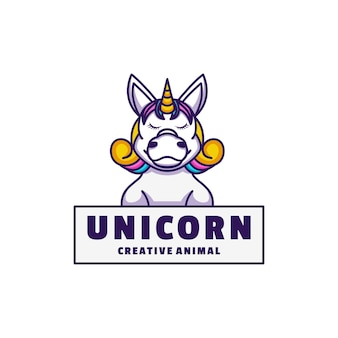 Style de dessin animé de mascotte de licorne de logo.