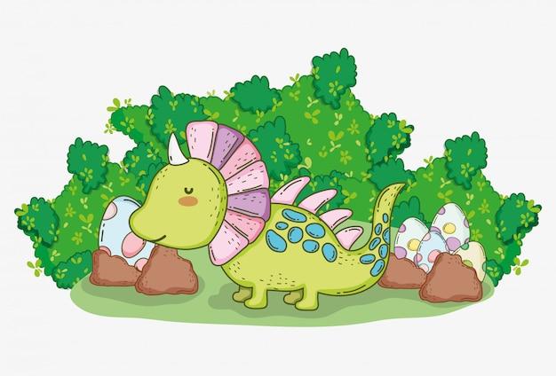 Styracosaure mignon avec des œufs de dinosaures dans les buissons