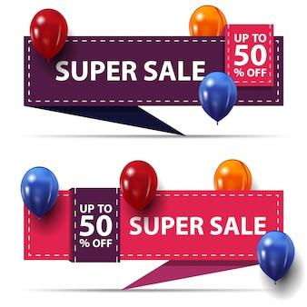 Super vente, jusqu'à 50% de rabais, deux bannières de remise sous forme de rubans avec ballons colorés isolés sur blanc