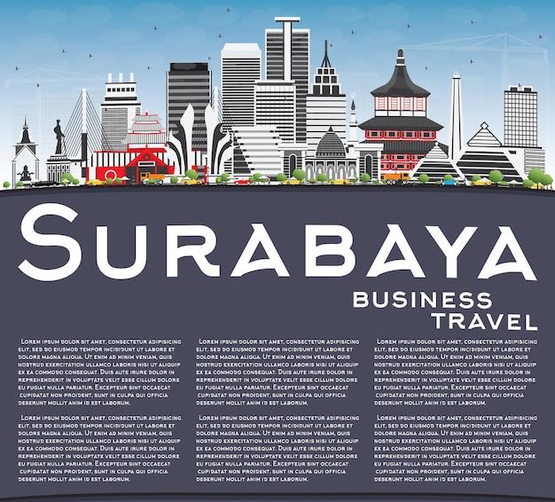 Surabaya skyline avec bâtiments gris, ciel bleu et espace de copie. illustration vectorielle. concept de voyage d'affaires et de tourisme à l'architecture moderne. image pour la bannière de présentation et le site web.