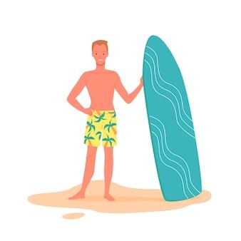 Surfeur heureux avec planche de surf sur illustration vectorielle de plage. personnage de dessin animé de jeune homme en maillot de bain tenant une planche de surf, mec appréciant les loisirs et les sports nautiques, vacances d'été à la plage isolées sur blanc