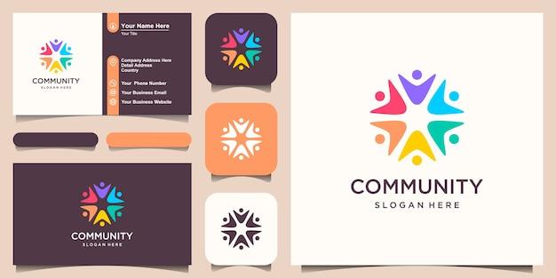 Symboles travaillant en équipe et création de logo en coopération.