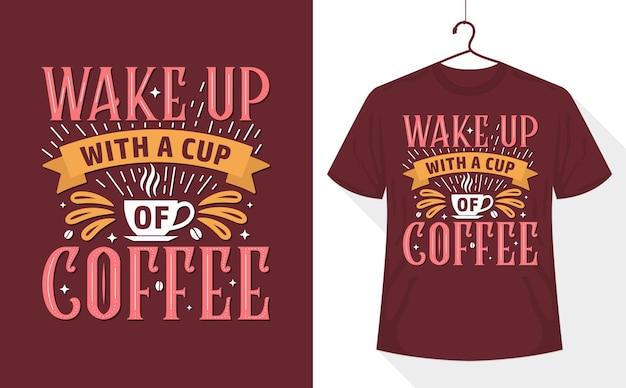T-shirt amateur de café, réveillez-vous avec une tasse de café