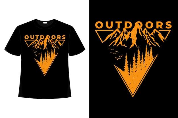 T-shirt à l'extérieur de la montagne de pins style rétro vintage illustration dessinée à la main