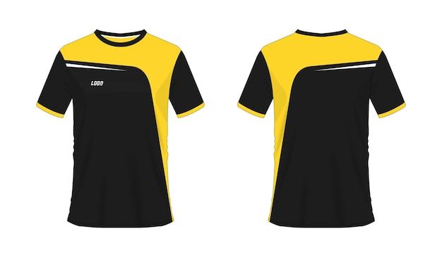 T-shirt jaune et noir modèle de football ou de football pour club d'équipe sur fond blanc. maillot de sport
