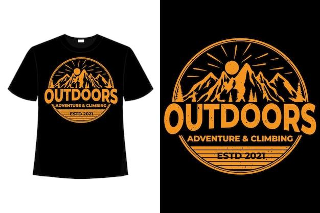 T-shirt en plein air aventure escalade style montagne dessinés à la main rétro illustration vintage