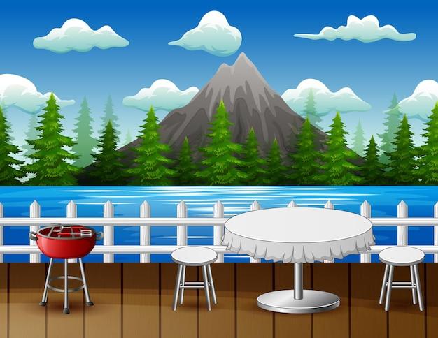 La table pour les couples au restaurant au bord de la rivière