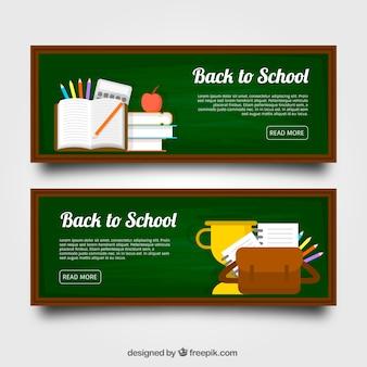 Tableau noir, matériel scolaire, sac et trophée