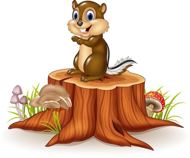 Tamia de bande dessinée assis sur une souche d'arbre
