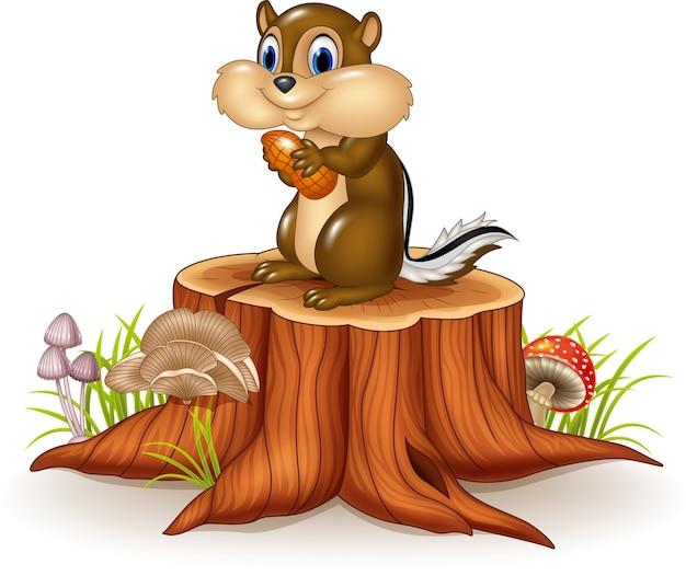 Tamia de bande dessinée tenant arachide sur une souche d'arbre