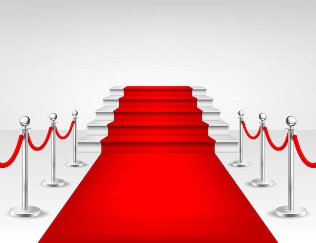 Tapis d'événement rouge réaliste, barrières argentées et escaliers blancs isolés