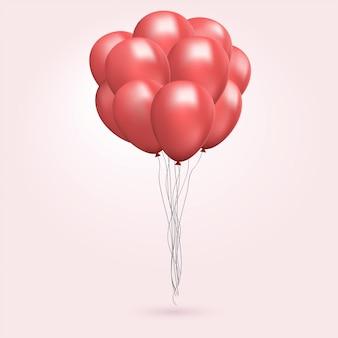 Tas de ballons rouges volants. décorations de fête.