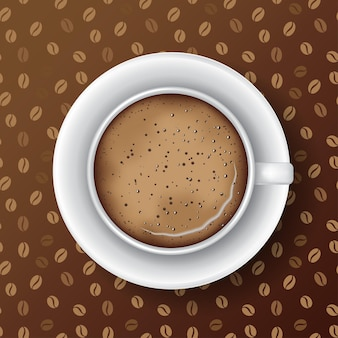 Tasse de café blanc avec soucoupe mousse de café et bulles