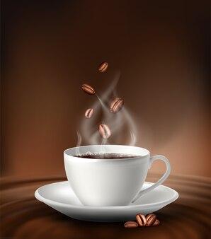 Tasse à café blanche avec des grains de café sur fond marron.