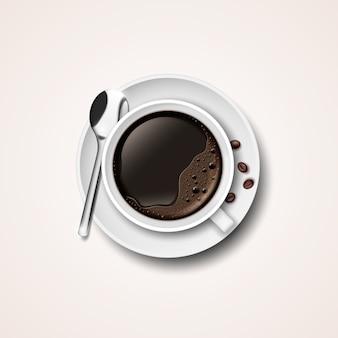 Tasse à café réaliste sur une soucoupe avec des grains de café et une cuillère.