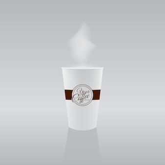 Tasse en papier avec café chaud.