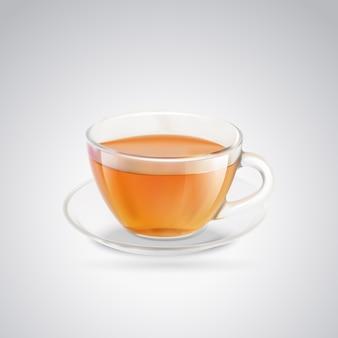Tasse en verre de thé noir.
